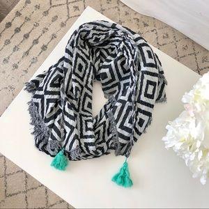 lululemon || find your Om blanket scarf || one sz